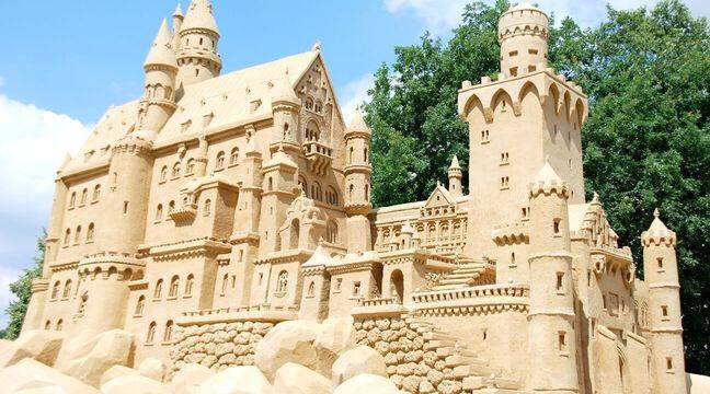 How to Build a Huge (and Perfect) Sand Castle with Science