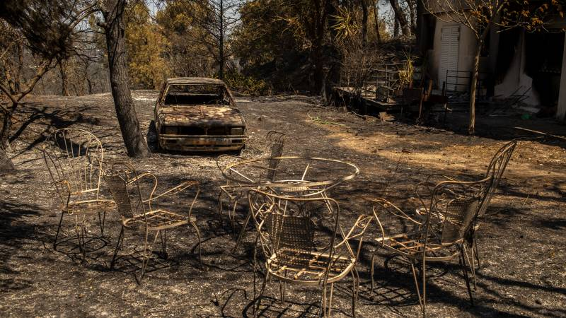 Hundreds of new forest fires broke out in Greece