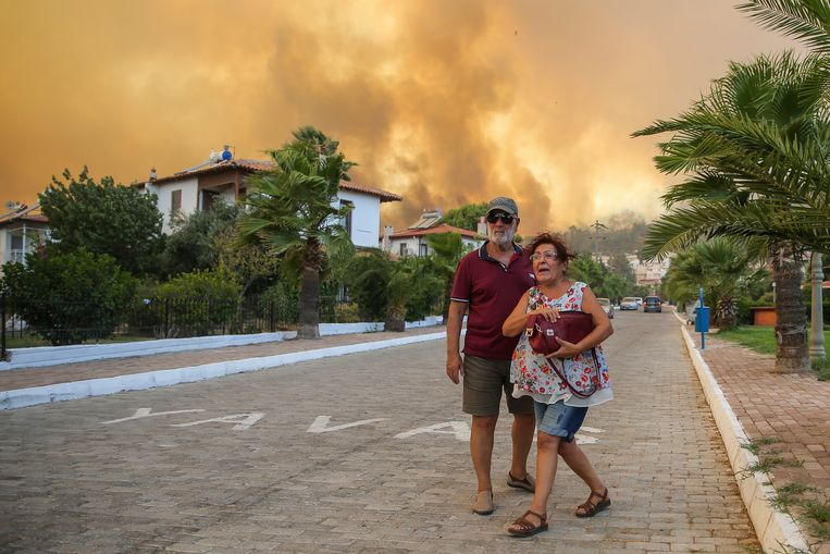 Hundreds of new forest fires broke out in Turkey and Greece