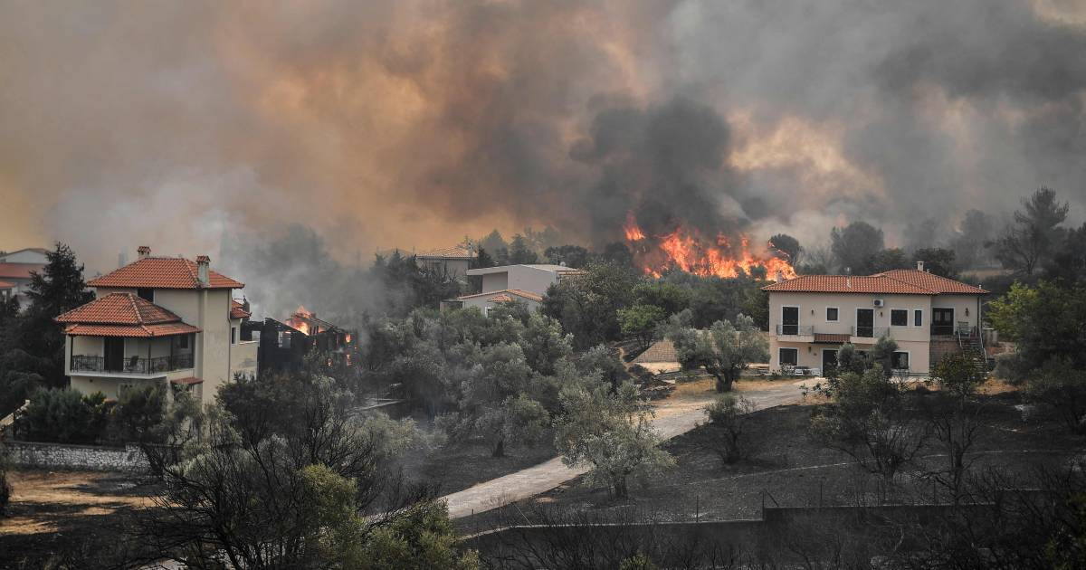 Thousands of evacuations due to wildfires in Greece    abroad