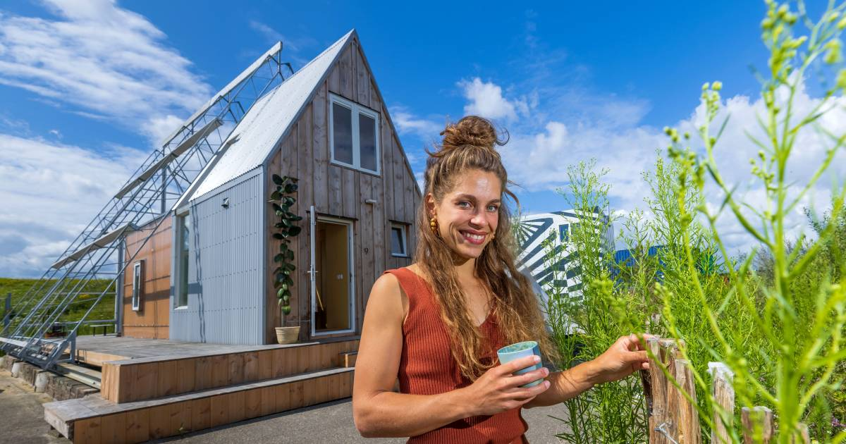 Tiny House gives Paulien (27) plenty of space: a 'home with smart solutions'    Den Bosch, Vocht