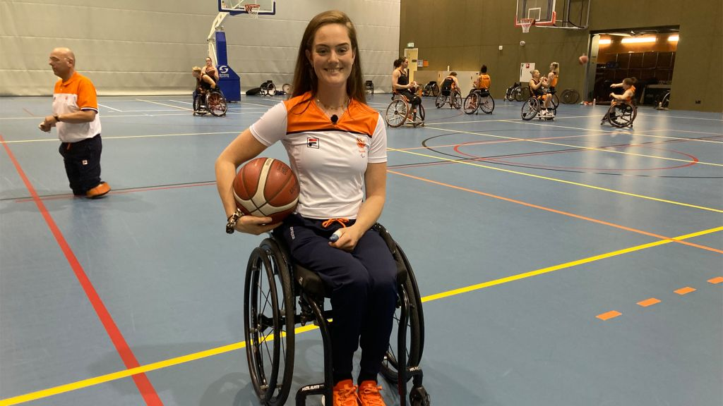 Wheelchair basketball players fight in the Paralympics against the United States
