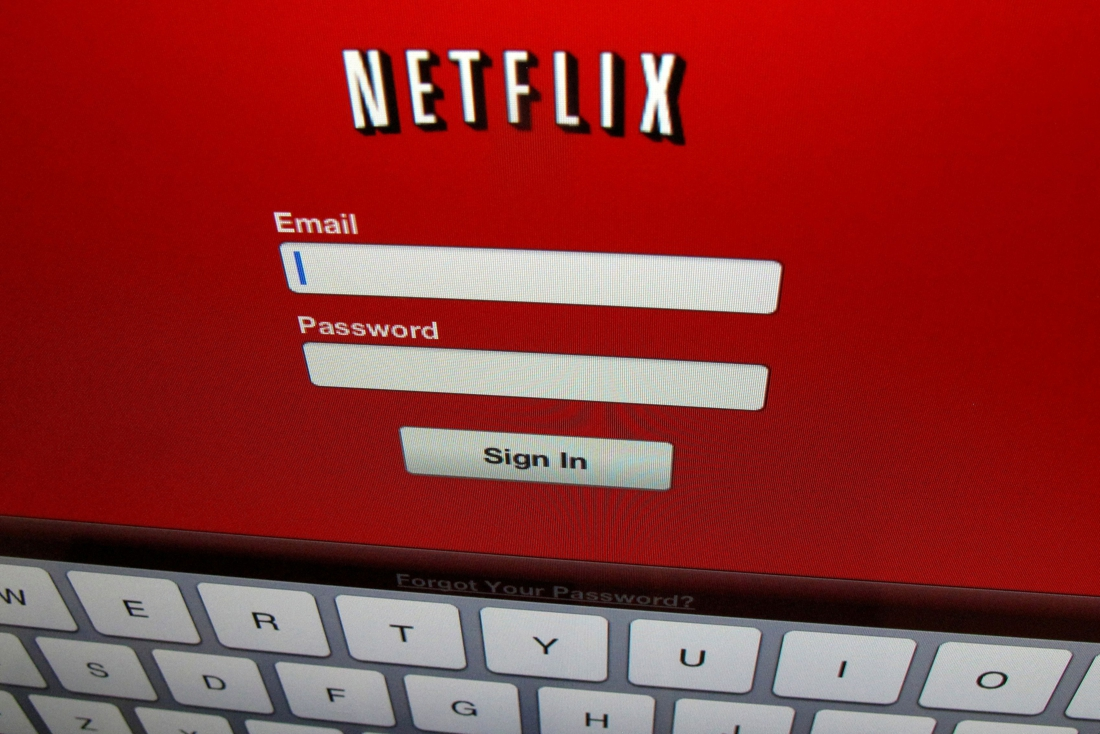 Ex-Netflix employees accused of trading with v…