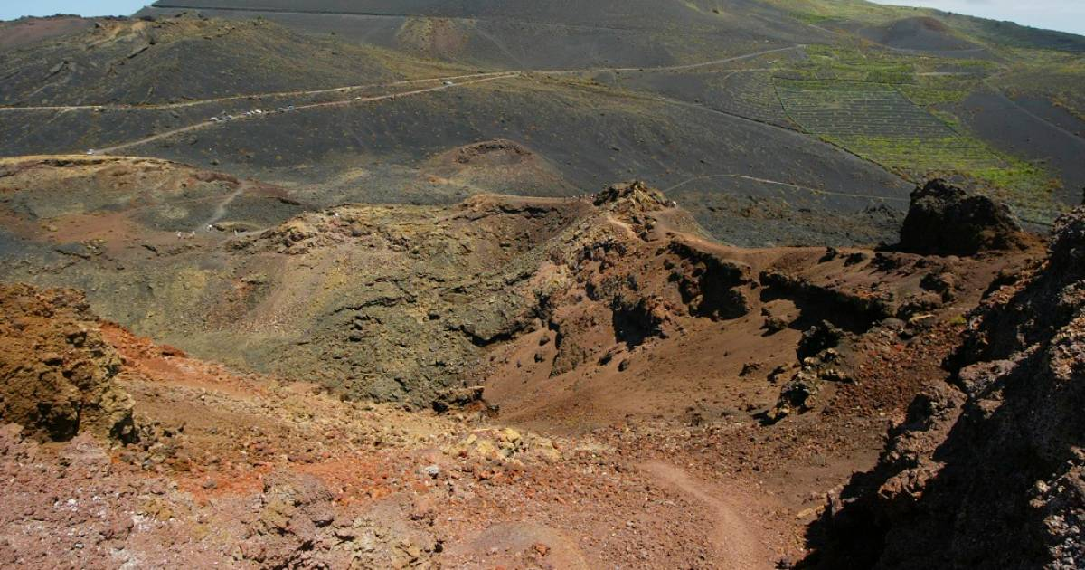 A volcanic eruption threatens the tourist island of La Palma: more than 4000 earthquakes in 6 days    Abroad