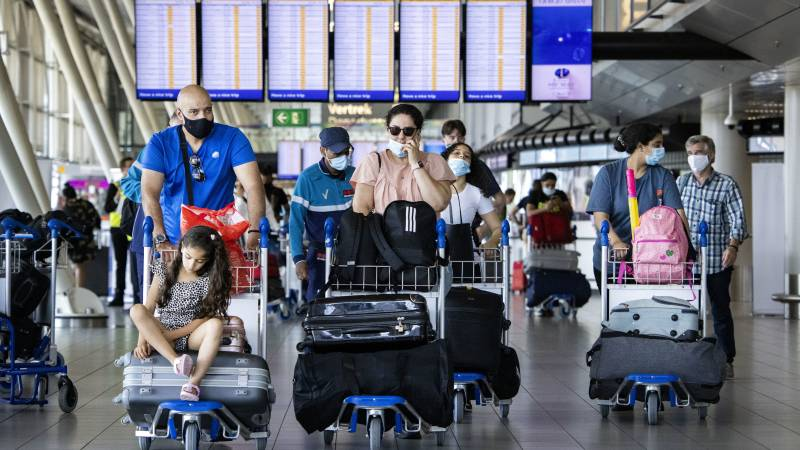 Check-in in Schiphol again without face mask allowed • 1,841 positive tests, average low