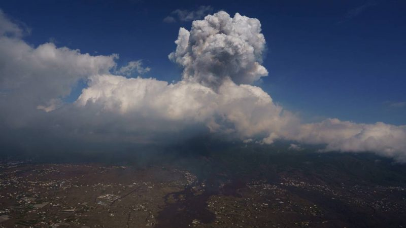 Lava flow has stopped, but the volcano continues to erupt dangerously |  Abroad