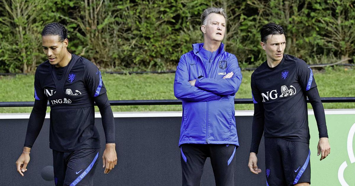 National team coach Louis van Gaal raises a smokescreen in Orange |  football