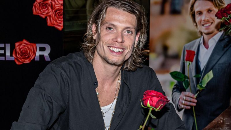 'The Bachelor' Tony Jr.: 'Women send me a picture behind them'    stars
