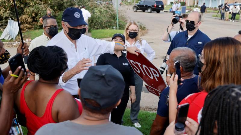 US President visits Louisiana stricken area