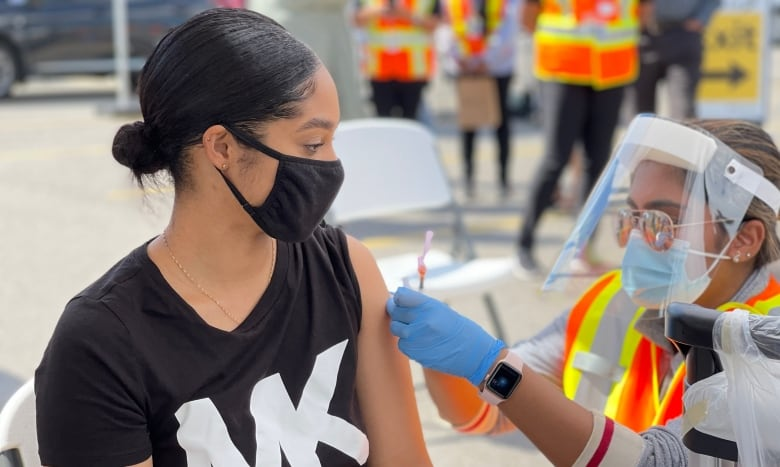 US airline passenger vaccine demand worries Canadians with mixed vaccine