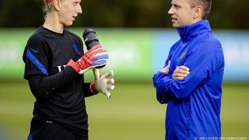 Van Veenendaal can listen for hours to new national coach Orange