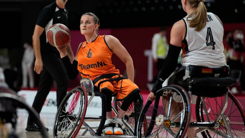 Visser and Wimmenhoeve take Orange to wheelchair basketball    Games for people with special needs