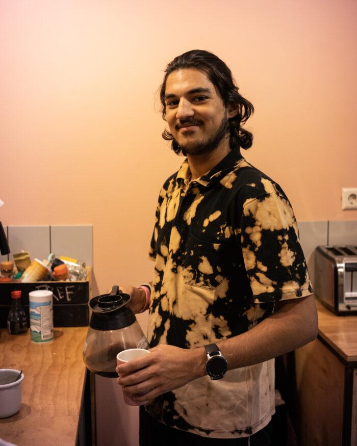 Master student Thomas in the kitchen of the Ani & Haakien Inn.