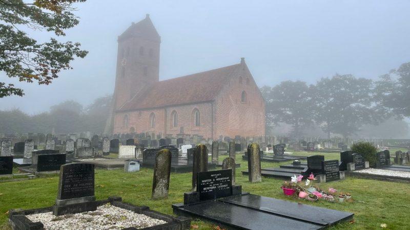 De kerkelijke begraafplaats in Midwolde