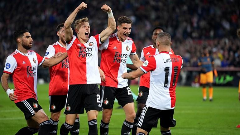 Feyenoord viert een treffer tegen sc Heerenveen