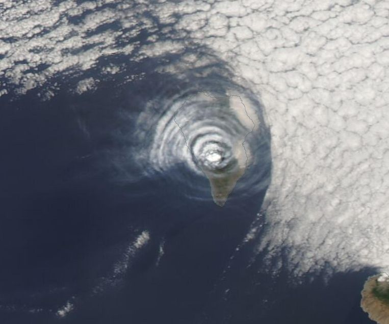 La Palma volcano makes special circles in the clouds, like a stone in a pond