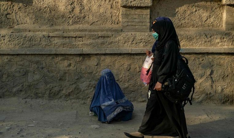 Taliban prevent women from holding senior positions again despite international criticism