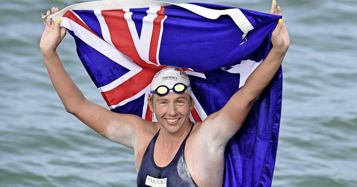 The Australian swims across the canal between France and the United Kingdom for the 44th time and sets a world record