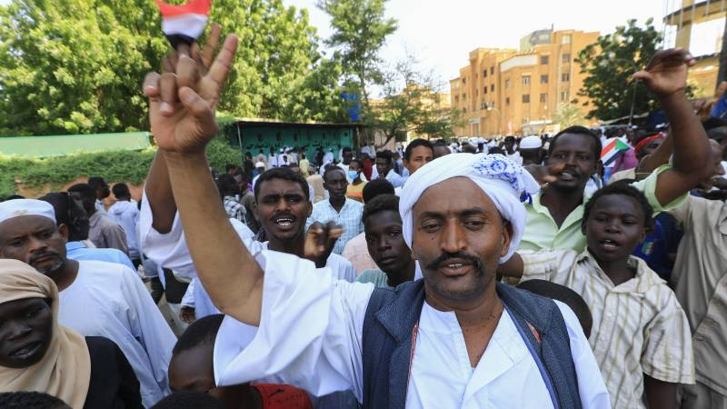 Thousands of protesters call for a coup in Sudan