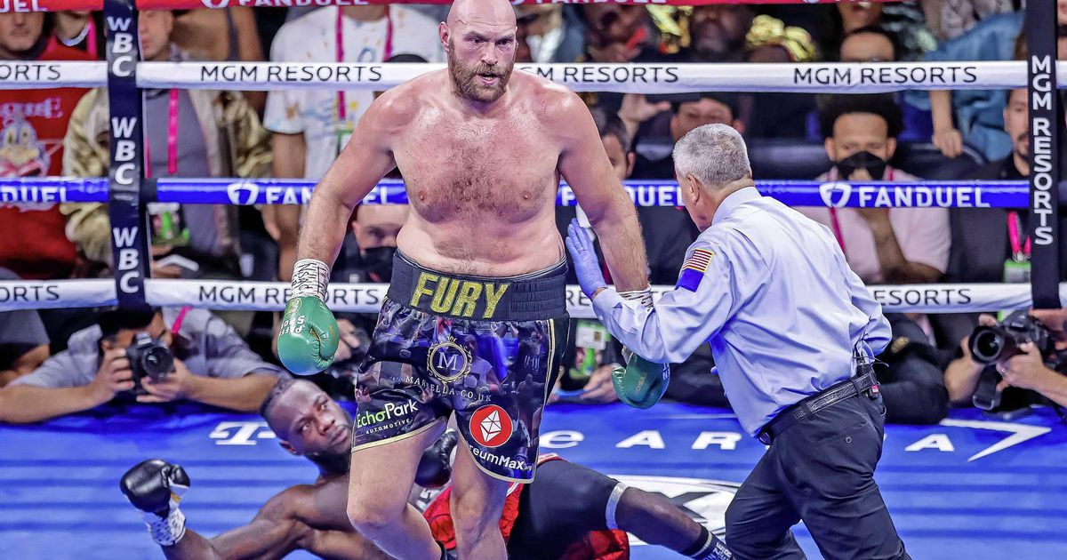 Tyson Fury deals with Dionte Wilder in battle for the title of World Boxer
