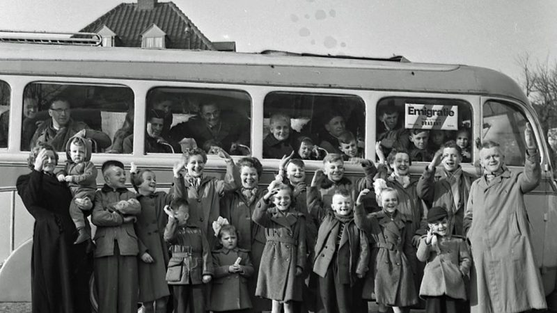Vertonkjes, from Volkensward, moved to Australia in 1955 with 16 children.  Who is still in touch with this family?  |  From the old box